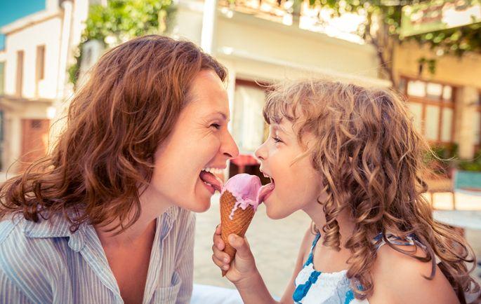 Speiseeis geniessen macht glücklich und ist gesund